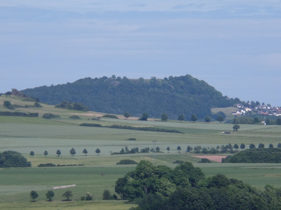 Blick zum Burghasunger Berg